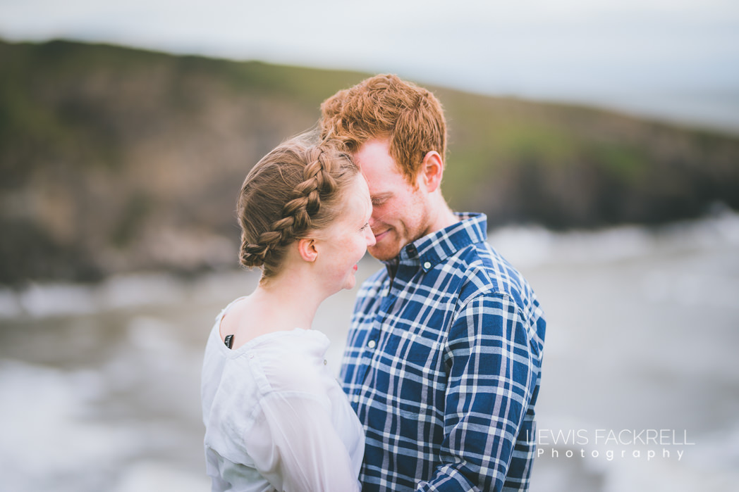 pre-wedding photo shoot in front of the sea in summer