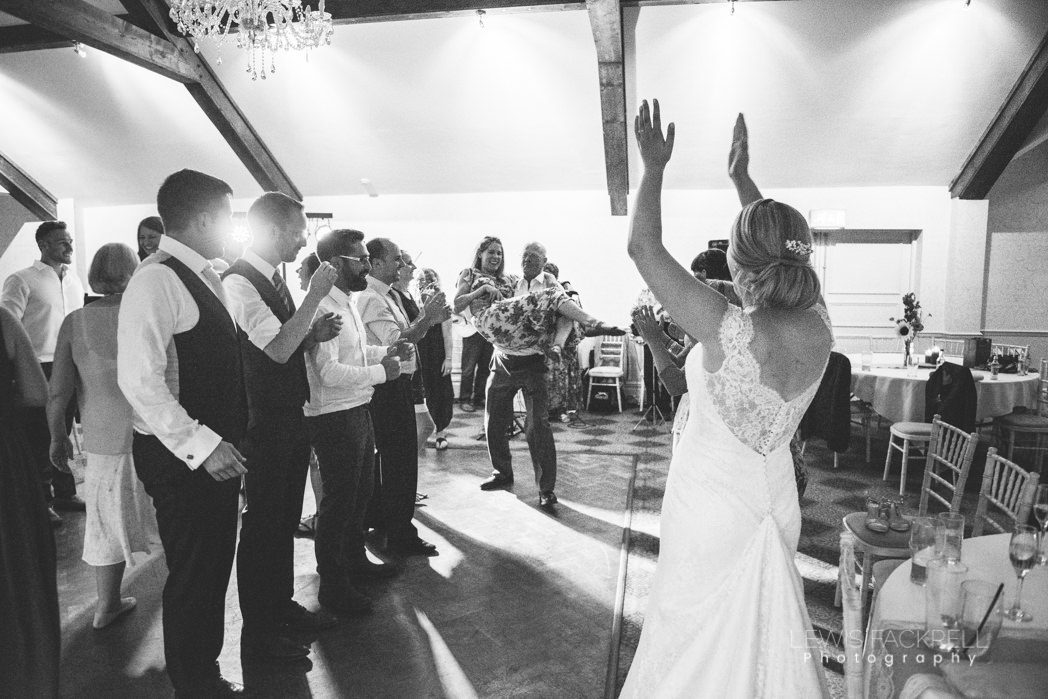 Ceilidh-dancing-wedding-bride clapping