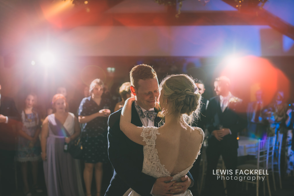 Wedding day planning and schedling your first dance