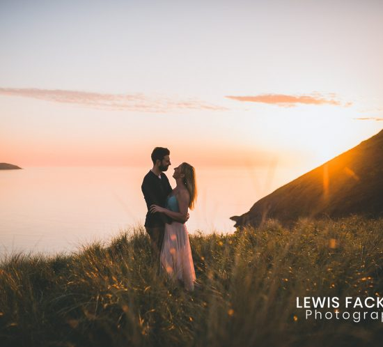 what to wear on the pre-wedding photo session with bride and groom dancing on cliff
